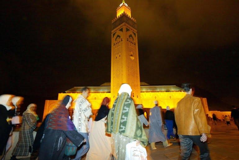المغاربة ينتظرون قرارا حكوميا بشأن التراويح
