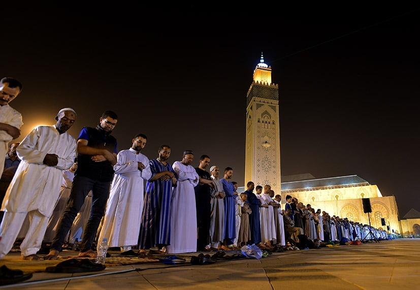 صلاة التراويح بأحد مساجد المملكة
