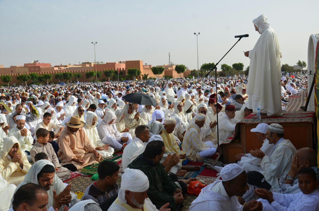 صلاة العيد بإحدى المدن المغربية